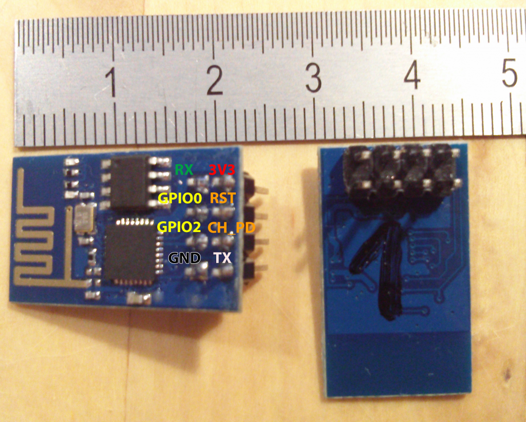 Foto ESP-01 Modul mit Pin-Belegung